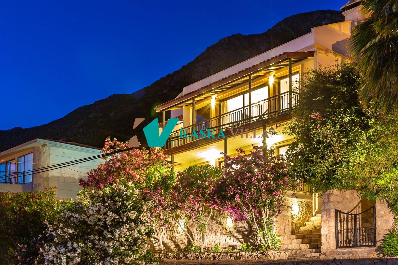 Villa Peak House